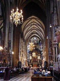 Stephansdom katedrali nin içi